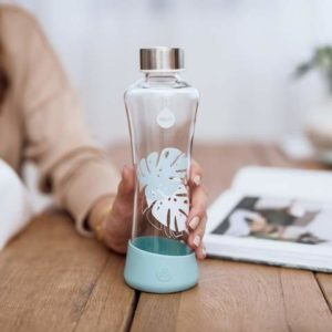 Botellas cristal y botellas no aisladas.